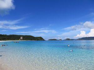 沖縄の座間味島のビーチ